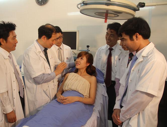 Bệnh viện thẩm mỹ Kangnam là bệnh viện thẩm mỹ đi đầu trong lĩnh vực phẫu thuật nâng mũi bọc sụn Hàn Quốc