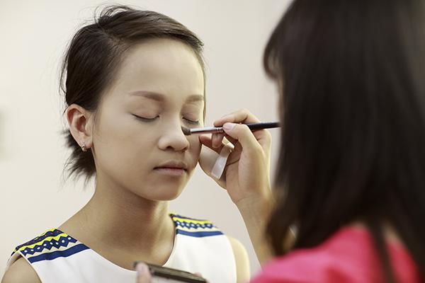 Trang điểm cho dáng mũi tẹt, ngắn và to như thế nào? 2