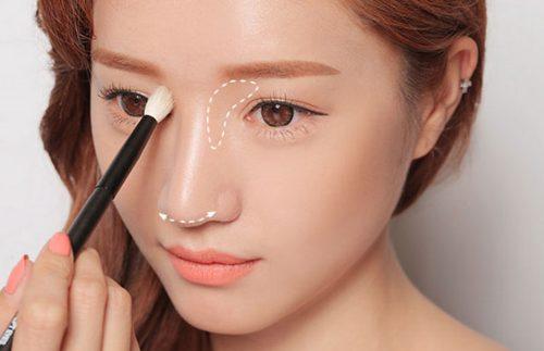 Trang điểm là một trong những cách làm mũi đẹp hiệu quả