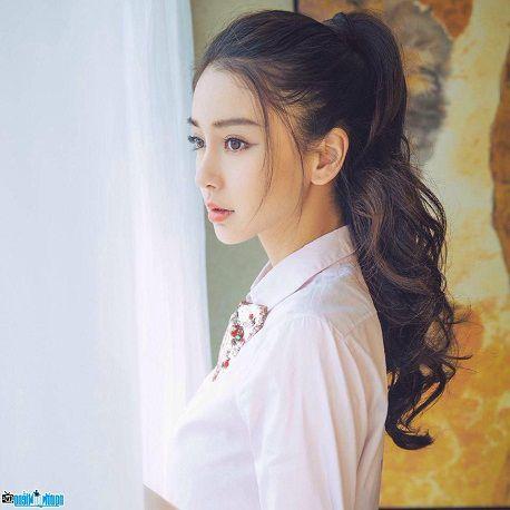 So sánh dáng mũi S line và L line của 2 sao nữ Trung Quốc HOT nhất hiện nay5